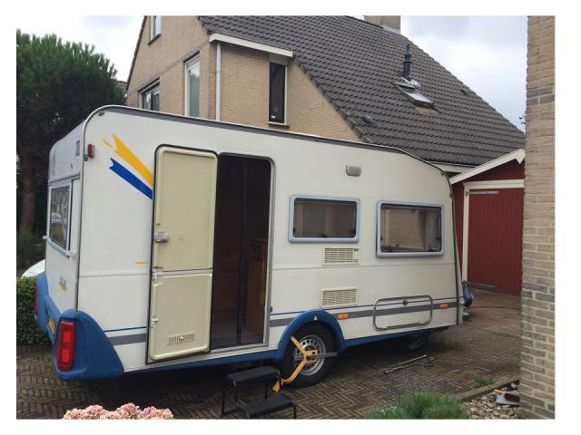 Knaus Caravan Met Stapelbed.Knaus 400 Tk Met Stapelbed Caravan31 Tweedehands Caravans Te Koop